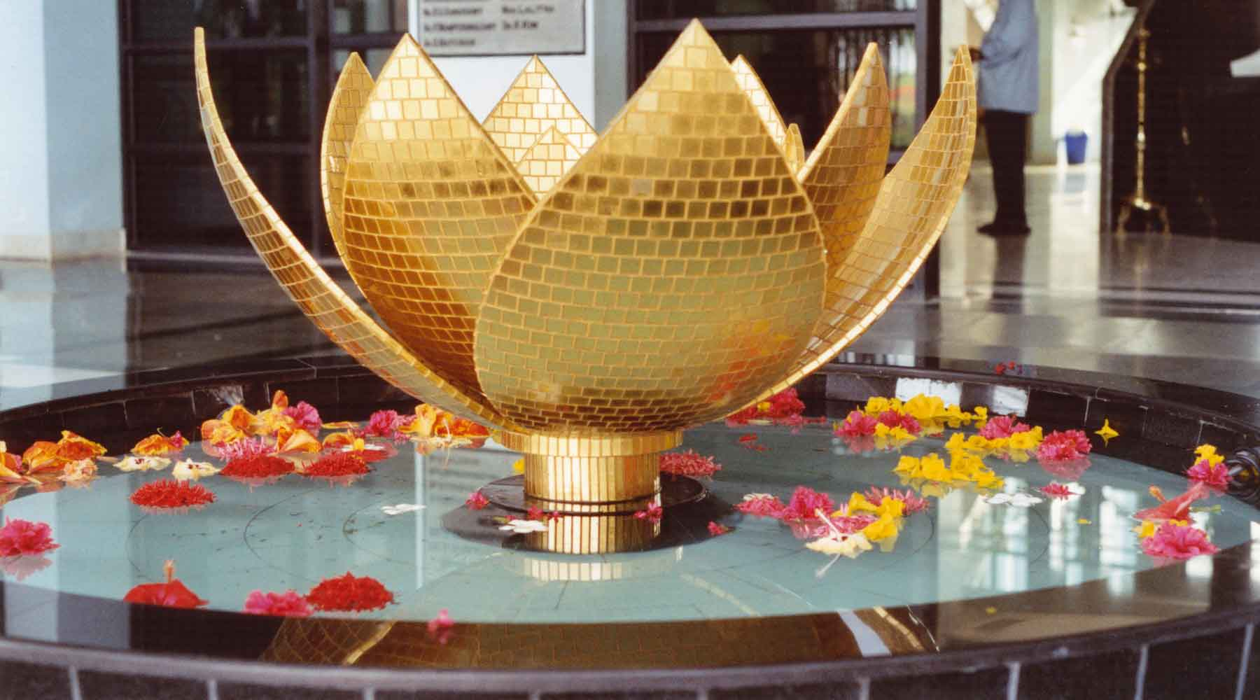 Gold in Glass Flower-Fountain